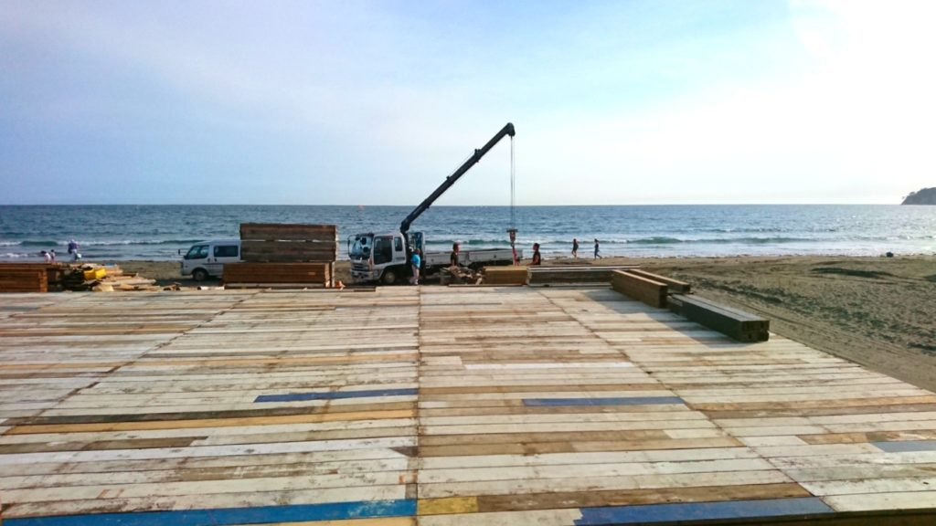 材木座海岸 夏 海の家