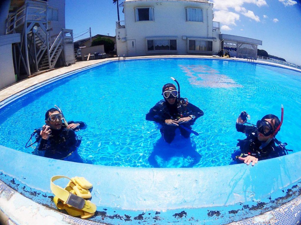 ダイビング プール講習 PADI 神奈川