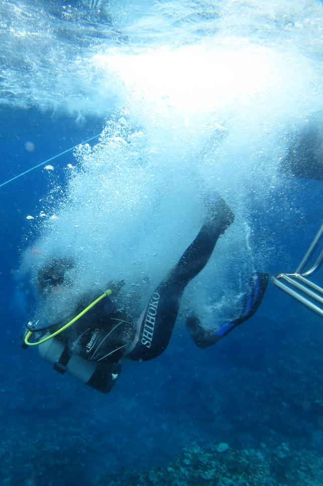 バックロールエントリー ボートダイビング