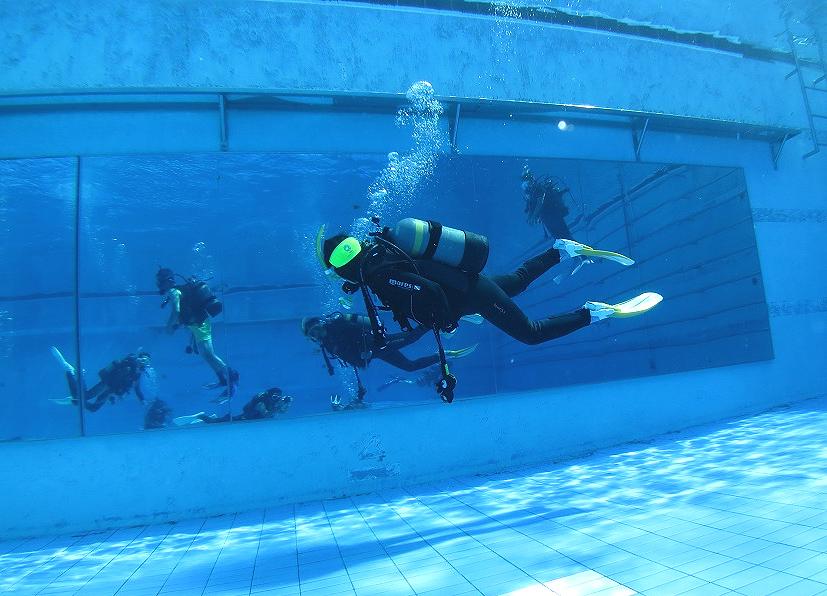 中性浮力 練習 プール 鏡