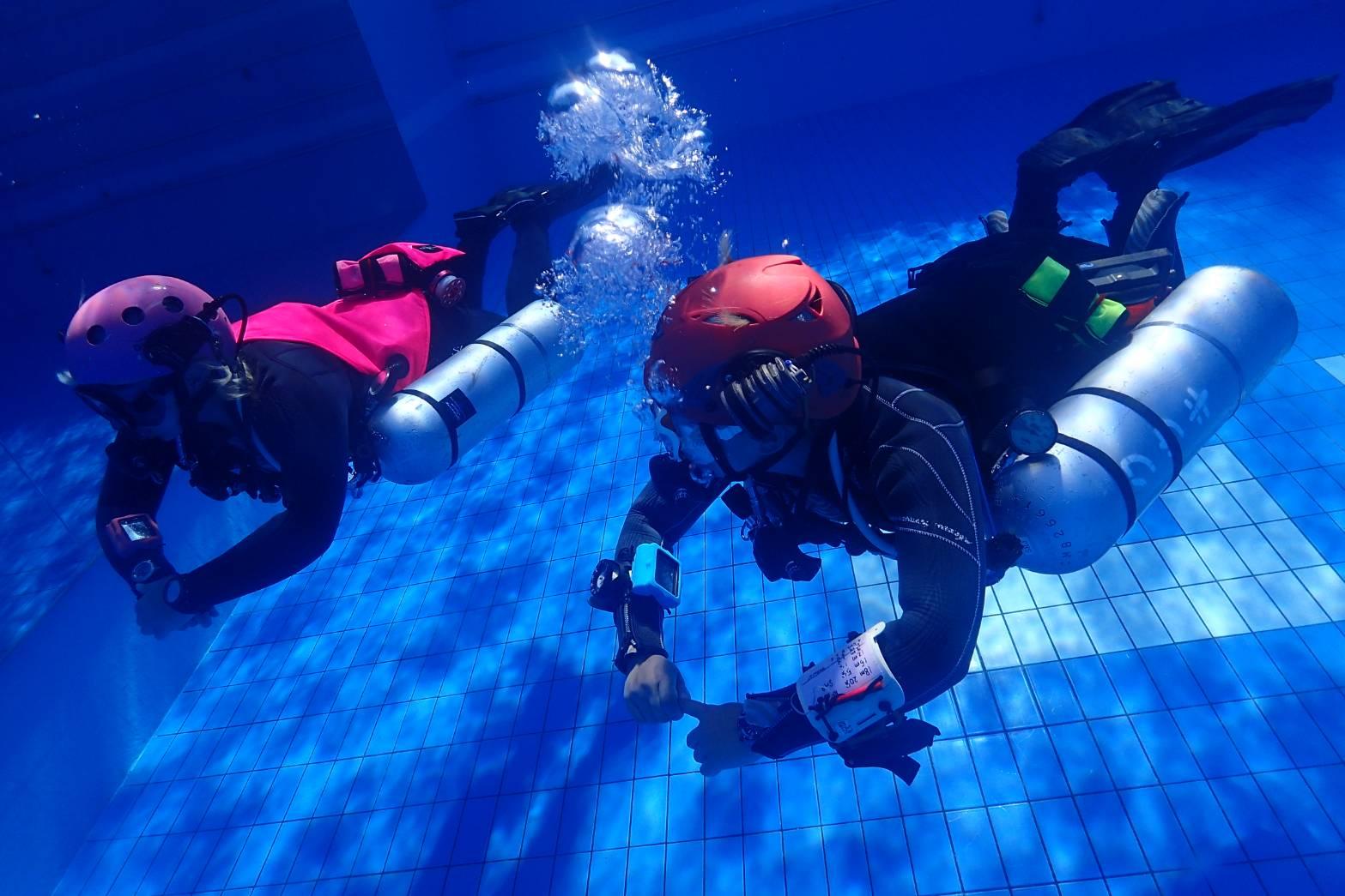 テック テクニカル ダイビング サイドマウント プールトレーニング