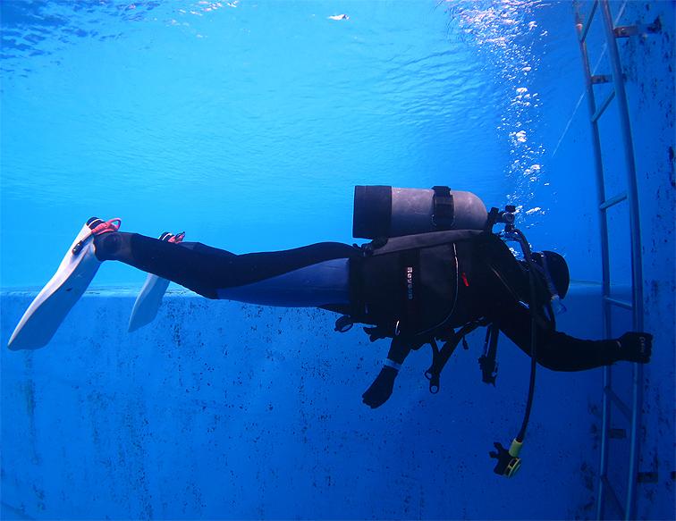 プール 中性浮力 トレーニング 練習 講習 神奈川