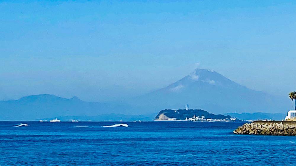 富士山 初冠雪 湘南逗子